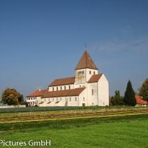 Stiftskirche St. Georg, Reichenau-Oberzell mit Gemüse-Anbau